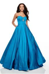 7139 - Long Gown