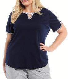 Plus Size V-Notch Short Sleeve Top