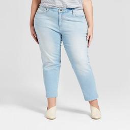 Women's Plus Size Raw Hem Boyfriend Crop Jeans - Universal Thread™ Light Wash